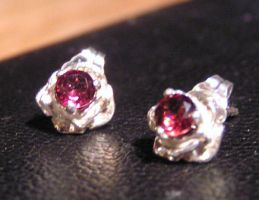 Rosebud Garnet Earrings by Izile