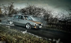 BMW e28 burnout by bekwa