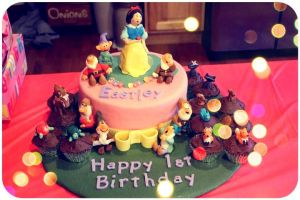 Snow White and the Seven Dwarfs Cake by lmp92