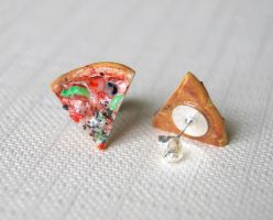 Pizza studs by Madizzo