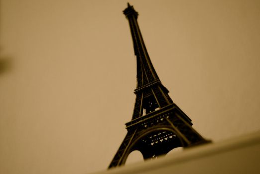 Little Eiffel Tower by MyTramp-life