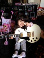 She and my Gibson by jyoujo