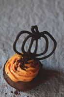 Cupcake choco-orange, for Halloween by Loubii