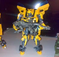 Bumblebee behave by Carnivius
