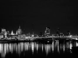 London at night by ZenonSt
