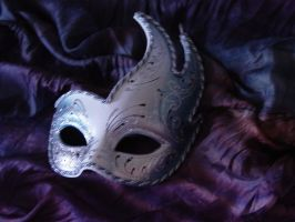 mask by kristallfeder