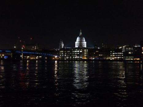 St. Paul's by night by amthole1308
