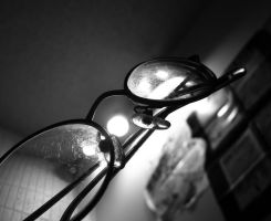 reflecting glasses. by lycheese