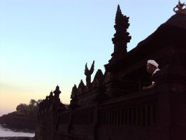 Bali, Priest and the temple. by jjtomcool