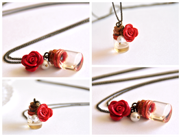 La vie en rose necklace by Leviana