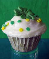 St. Patrick's Day Cupcake by SkuttyWan