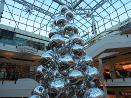Malls during Christmas 4 by Catchmewithyourlips