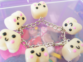 Smiley Teeth Bracelet by bruisepristinex