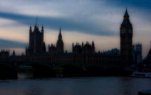 Big Ben and House of Parliament by Zephyr-Z
