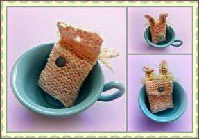 Cute knitted bunny purse by moonwolf17