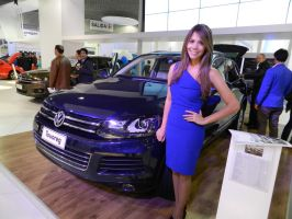 VW TOUAREG AND THE PRETTY GIRL by javisanta