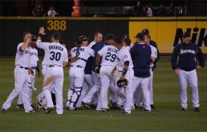 Happy M's, Griffey Mobbed by Bspacewiz2