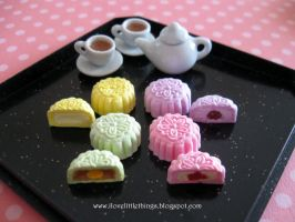 Miniature Snowskin Mooncakes by ilovelittlethings