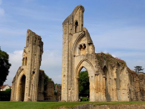 Glastonbury Abbey - June 2016 by MorgainePendragon
