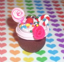 Samantha's Cupcake Necklace by lovecute