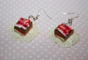 cake earrings on lace by mrselaisa