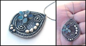 labradorite flower pendant by annie-jewelry