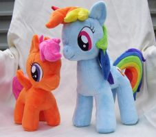 Scootaloo and Rainbow Dash Plushies by Pinkamoone