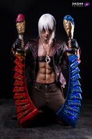 Dante - Devil May Cry 3 Cosplay w/ Agni and Rudra by LeonChiroCosplayArt