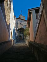 Narrow alley by floratrap