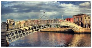 Ha'Penny Bridge, Dublin by Pajunen
