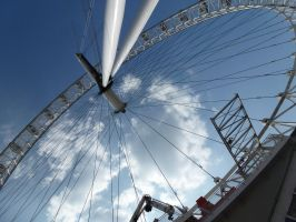 Weird perspective of London Eye by ClockwiseDream