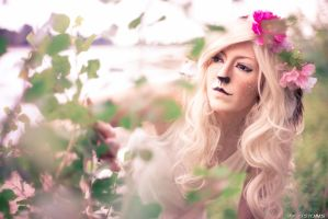 Faun Cosplay - regard with curiosity by Hikarulein