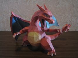 Pokemon Charizard Papercraft by Saja-san