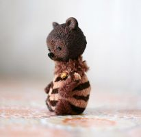 tiny bear by da-bu-di-bu-da