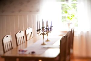 Dining table by theGuffa
