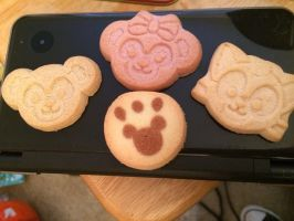 Mom made me cookies!! by Roxaslover1998