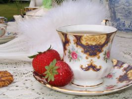 Strawberry Cup by LizzSieD