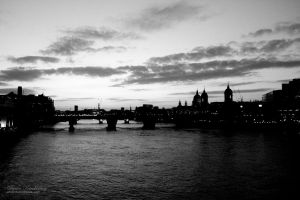 Along London Bridge by duhcoolies