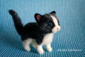 Needle felted black and white kitten by SaniAmaniCrafts