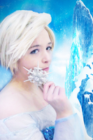 Queen Elsa -Frozen by Lightninglouise