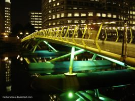 Bridge in Canary Wharf by herbenutzen