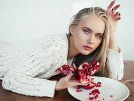 girl with a pomegranate by elle-cannelle