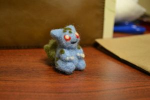 Needle Felted Bulbasaur 3 by feltieflaffy