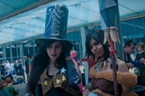 Caitlyn shriff and Nidalee of League of Legend by Chromulee