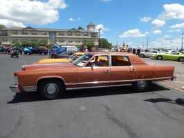 1977 Lincoln Continental Town Car by TheHunteroftheUndead