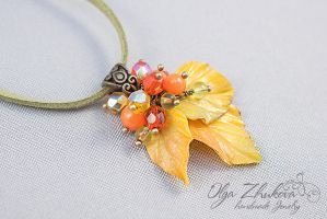 Pendant with yellow autumn leaves by polyflowers