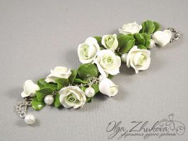 bracelet with white roses by polyflowers