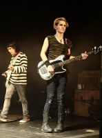 Mikey Way's awkward kness by IloveMCRandMSI