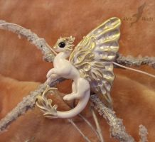 Albino fairy dragon for kalynvalcourt by AlviaAlcedo