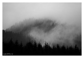 Misty Mountains by daschristkind